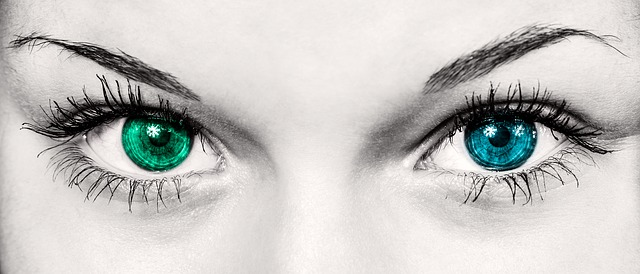 O očích