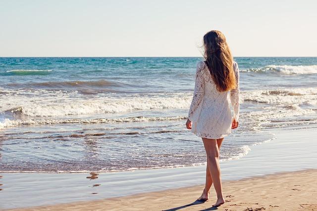 sama na pláži