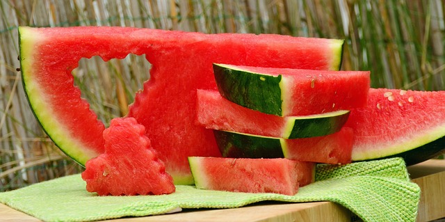 tvarované kousky melounu