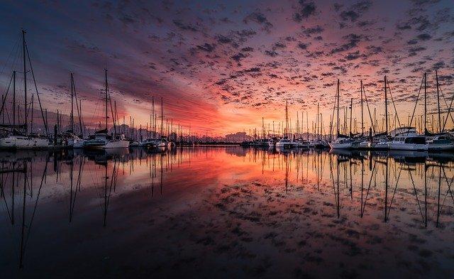 přístav při východu slunce.jpg