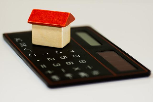 kalkulačka pod domkem