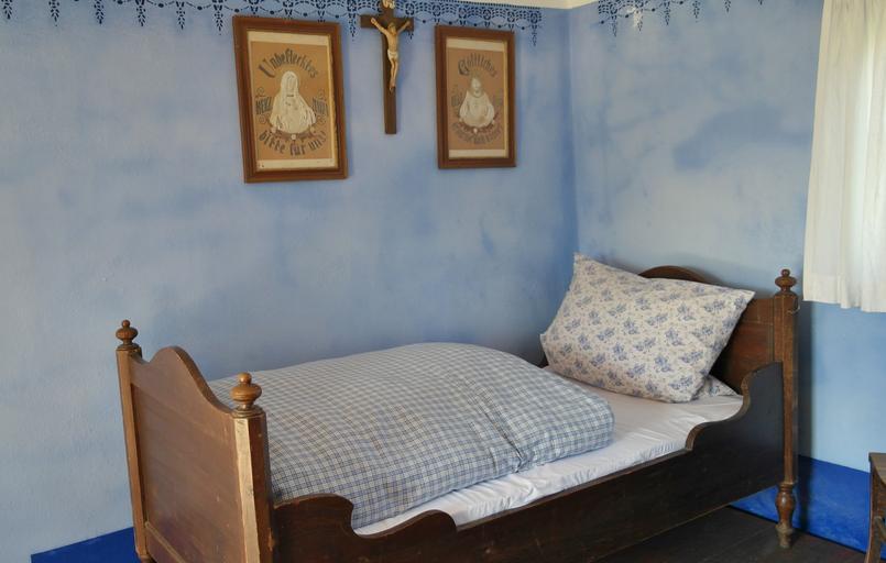 postel u zdi
