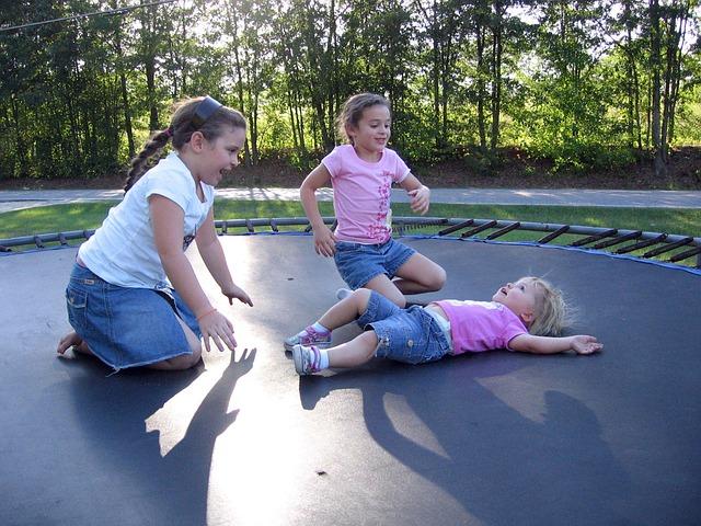 Děti při cvičení.jpg