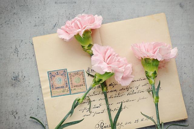 dárek v obálce
