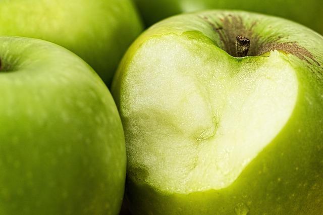 ukousnuté zelené jablko.jpg