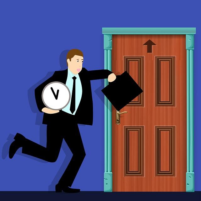 muž meškající do práce, jak uhání ke dveřím