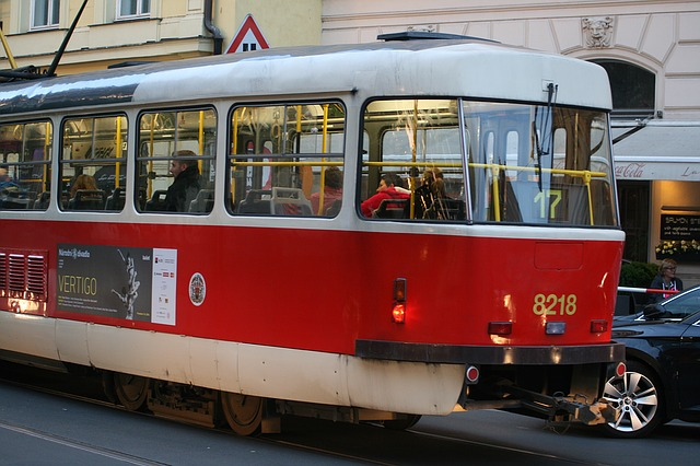 Levné ubytování v Praze můžete spojit s projížďkou historickou tramvají