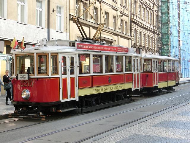 historická tramvaj z 30. let minulého století.jpg